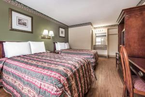 Standard Room with 2 Beds- Smoking