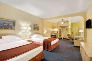 Queen Suite with Two Queen Beds - Disabilty Access - Non-Smoking