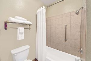 Queen Suite with Two Bedrooms - Non-Smoking