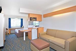 Queen Room with Sofa-bed - Disability Access/Non-Smoking