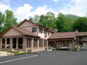 Photo of Jonathan Creek Inn And Villas