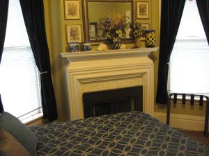 King Room with Private Bathroom with Shower and Fireplace