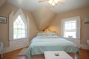 Queen Room with Soaking Tub