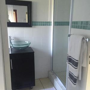 Two-Bedroom Unit with Private Bathrooms