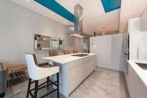 Two-Bedroom Apartment with Terrace 1304