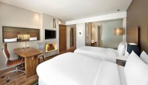 Executive Twin Room with Access to Executive Lounge