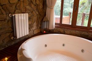 Super Deluxe Chalet with Hot Tub
