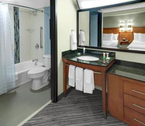 Accessible King Room With Bathtub