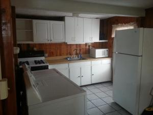 Three-Bedroom Family Bungalow with 1 and 1/2 Bath