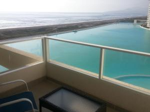 One-Bedroom Apartment with Sea View 8091