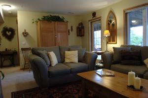 Chickadee Pines Bed & Breakfast