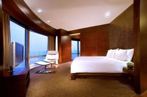King Suite with Bund View