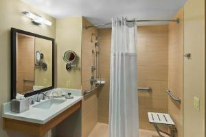 Queen Room with Two Queen Beds - Accessible-Rollin Shower