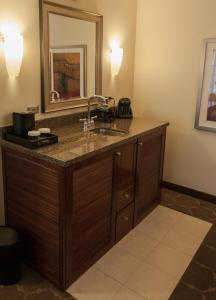 Premier King Suite - Disability Access