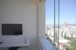 Apartment with Panoramic Sugarloaf Mountain View