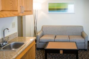 Queen Suite with Two Queen Beds - Disability Access/Non-Smoking