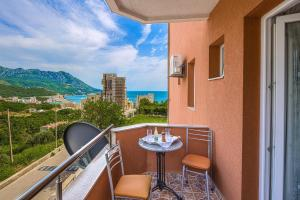 Guest house Villa Ivanovic, Bed and Breakfasts  Budva - big - 90