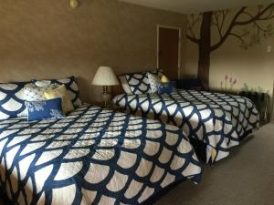 Standard Room with Two Queen Beds