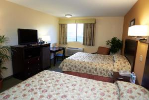 Queen Room with Two Queen Beds - Monomoy Building