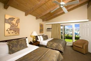 Deluxe Queen Suite with Two Queen Beds with Marina View