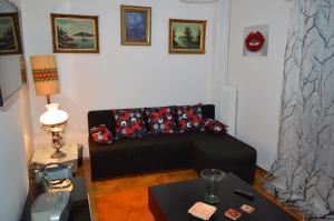 Studio apartment on Athens metro