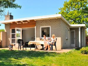 Holiday Home Brouwersdam.9, Holiday homes  Ouddorp - big - 1
