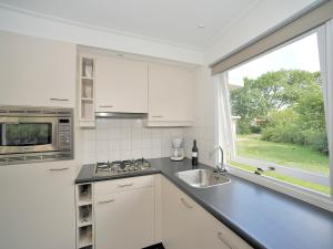 Holiday Home Brouwersdam.9, Holiday homes  Ouddorp - big - 6