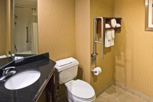 Double Room with Roll-in Shower - Mobility Accessible - Non-Smoking