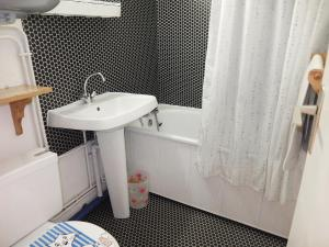 Apartment Les Asters.26, Apartmány  Les Menuires - big - 6