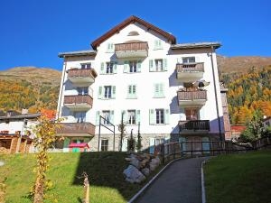 Apartment Chesa Corvatsch, Apartments  Pontresina - big - 1
