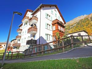 Apartment Chesa Corvatsch, Apartments  Pontresina - big - 3