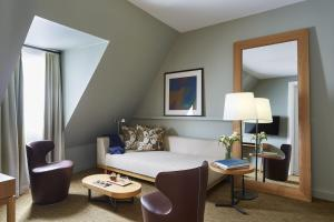 Suite with Free Bottle of Champagne and Spa & Fitness Access