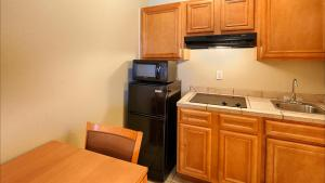 King Room with Kitchenette - Disability Access/Non-Smoking