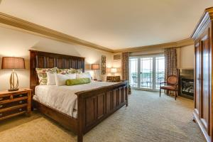 Executive King Room with Water View