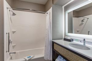 Deluxe King Suite - Hearing Accessible