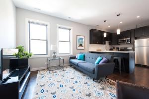 Three-Bedrooms in Bucktown 3E