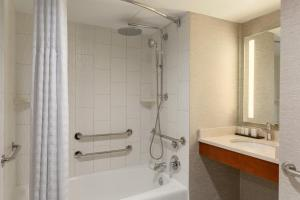 One-Bedroom Suite with 2 Double Beds - Disability Access - Non-Smoking