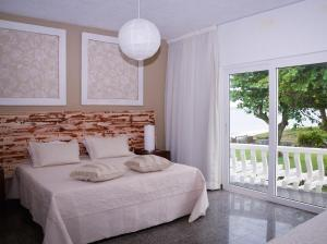 Standard Room with Balcony and Sea view