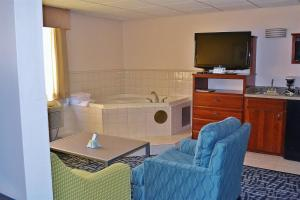 King Suite with Spa Bath - Non-Smoking