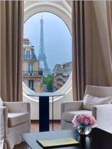 Eiffel Suite with Pool Access & Bottle of Champagne