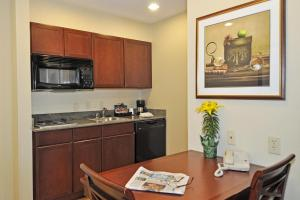 One-Bedroom King Suite - Disability Access/Hearing Accesible - Non-Smoking