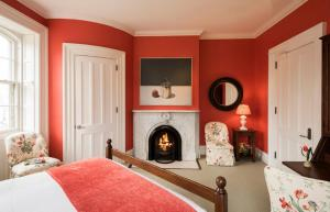 Queen Room with Fireplace - E.B Morgan House