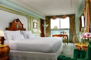 Deluxe Suite with Balcony