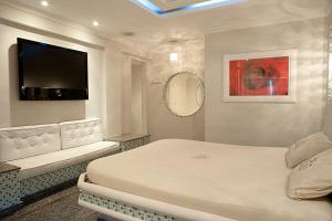 Queen Room with Spa Bath and Sauna