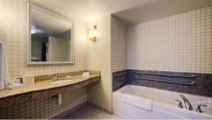 King Room with Bath Tub - Disability/Hearing Access