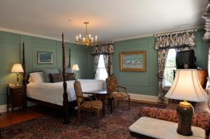 Deluxe King Room - Maclellan House