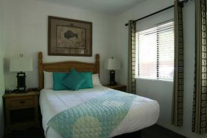 Double Room with Shared Bathroom #23