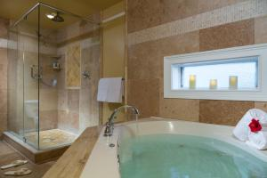 King Suite with Spa Bath (Forrester)