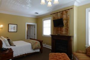 Deluxe Queen Room - Martin House