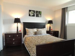 Toronto Vacation Home Rentals - Luxury Two Bedroom Apartment Toronto
